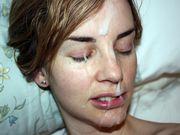 Freundin erhält eine große Ladung Sperma im Gesicht
