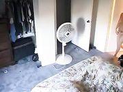 Mädchen in ihrem Zimmer nackt gefilmt