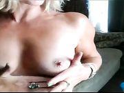 Mutter masturbiert vor der Kamera