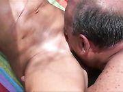 Senior Paar macht Sex am Strand