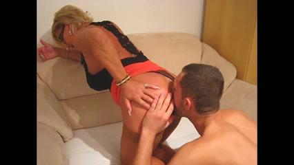 Reife Frau fickt Ehemann in den Arsch