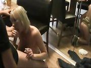 Oral Porno und Sex mit einer reifen Blondine