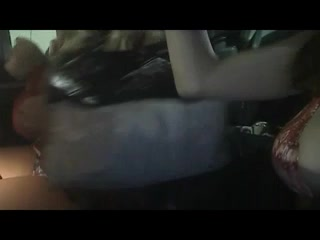Mädchen, die Sex im Auto haben