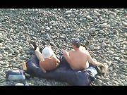 Gefangen beim Sex am Strand