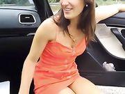 Geheime oralsex mit freundin außerhalb des autos auf der straße