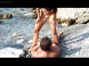 Sex mit einer geilen Frau an einem einsamen Strand